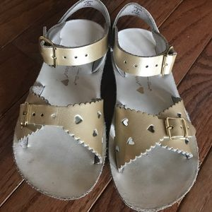 Other - Size 9 Sun-San saltwater sweetheart sandals girls